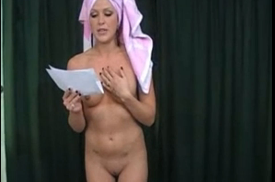 Reading her texts naked before the show