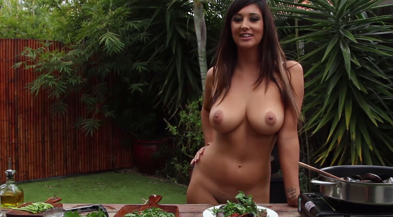 Naked cooking lesson with Scarlett